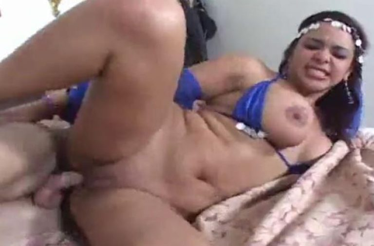 Horny Arabian slut gets her tight