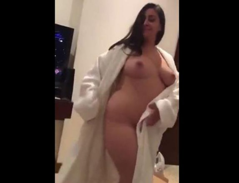Mature Pakistani wife naked