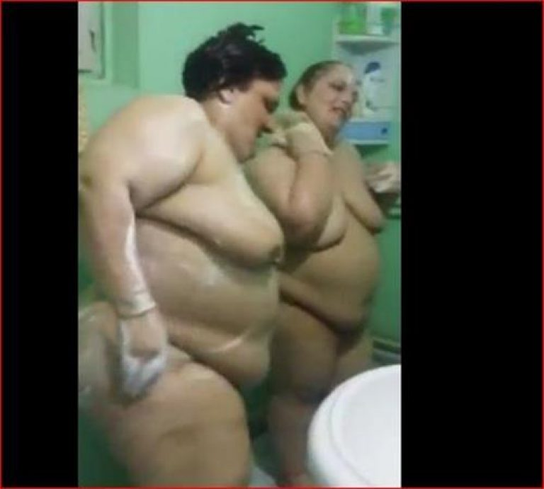 Two Iraqi mature bbw in the shower