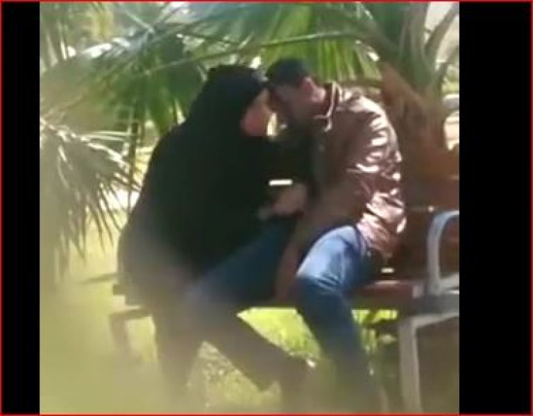 Arab couple public blowjob