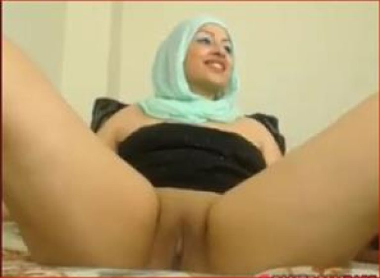 Muslim girl with great ass and shaved pussy
